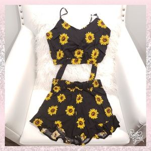 🌻Sunflower 2 pc set outfit crop top shorts